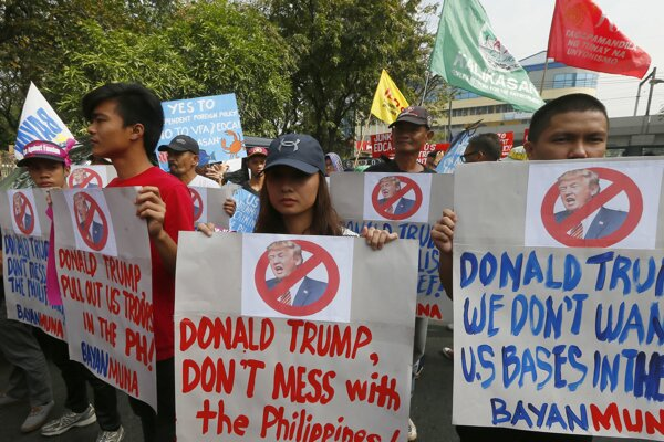 Fotografia z manilského protestu.