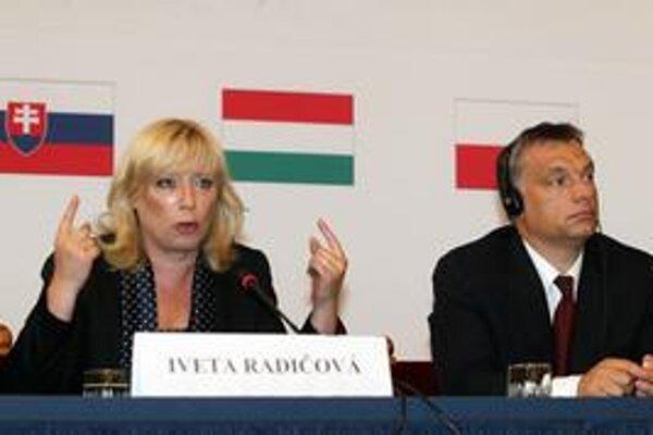 Iveta Radičová sa s maďarským premiérom Viktorom Orbánom dohodla na komisii, ktorá občianstvo vyrieši.