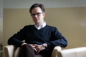 Jozef Tancer (1975)   germanista a historik, pôsobí na Filozofickej fakulte UK v Bratislave. Zaoberá sa dejinami periodickej tlače, cestopisnou literatúrou, otázkami viacjazyčnosti a výskumom nemeckého jazyka a kultúry na Slovensku.