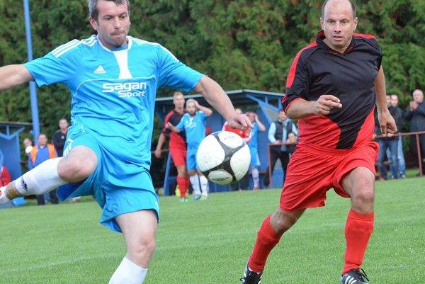 Michal Kempný (v modrom) obhájil víťazstvo v ankete organizovanej TFZ.