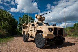 JLTV s 30 milimetrovým automatickým kanónom M230.