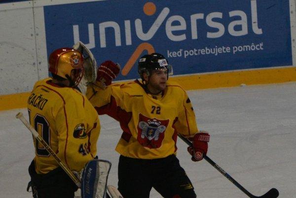 Martin Kalináč aJozef Račko sa tešia zvýhry po predĺžení.
