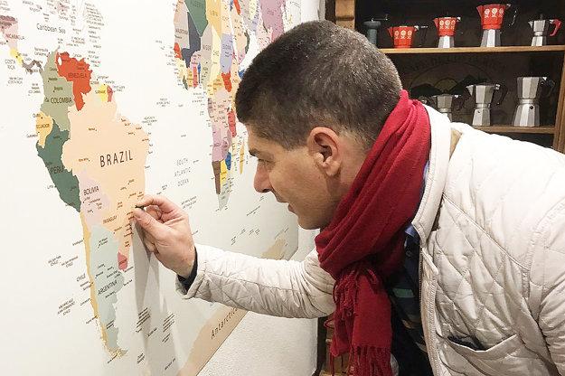 Edgard Bressani zapichol špendlík na mapu presne na miesto, kde ju pestuje.