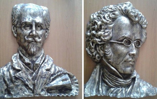 Reliéfy Sachera a Schuberta už dorazili do Želiezoviec.