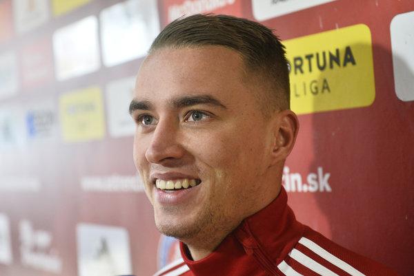 Jednou z mnohých nových tvárí v tíme AS Trenčín je holandský stredopoliar Desley Ubbink, ktorý podpísal kontrakt na tri roky.