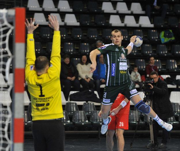 Zľava: Martin Biel (Považská Bystrica) a Tomáš Číp (Prešov) počas prvého finálového zápasu Slovenského pohára mužov Tatran Prešov - MŠK Považská Bystrica.