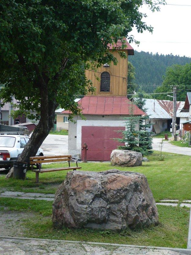 Obrovské balvany, ktoré využívali povrazníci, sú dnes raritou obce.