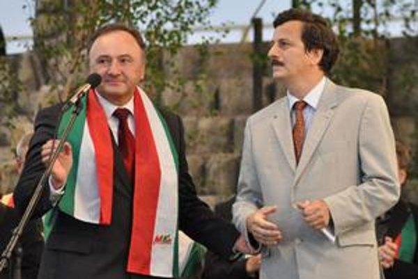SMK sa pred voľbami môže pochváliť podporou Budapešti. Predseda Pál Csáky a veľvyslanec Antal Heizer.