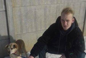 Psík Broky s novým majiteľom.