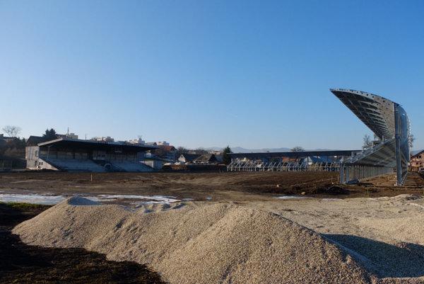 Nové tribúny postavili už pred koncom minulého roka.