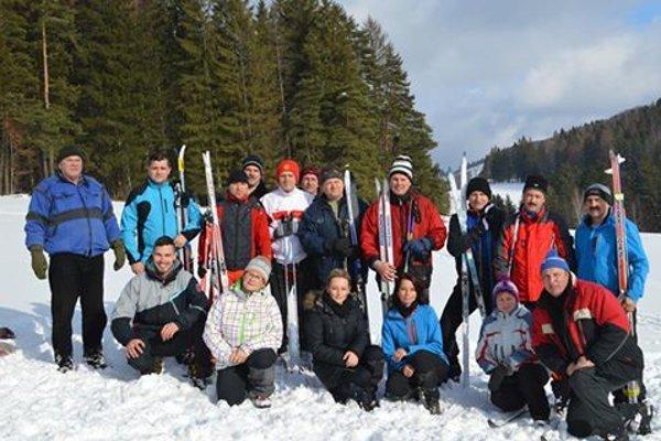 Účastníci biatlonových pretekov v Gbeľanoch.