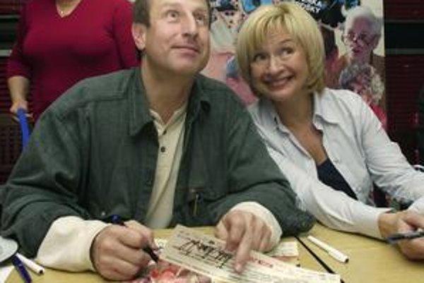 Dvaja hlavní predstavitelia trilógie Kameňák Václav Vydra a Jana Paulová sú na Slovensku obľúbení aj vďaka STV.