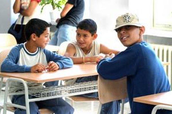Projekt Gándhího školy pre rómske deti v Lučenci pred dvomi rokmi stroskotal pre nedostatok detí a peňazí. Financovanie zatiaľ nedomysleli ani pri internátnych školách.