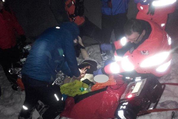Mladíka záchranári oživovali hodinu, jeho zranenia boli až príliš vážne.