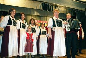 Neutrataler. Spevácka skupina z Kľačna počas minuloročného vystúpenia.