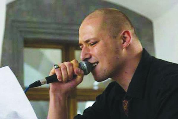 Tomáš Straka. Je rodeným Košičanom, hoci aktuálne žije v Prahe.