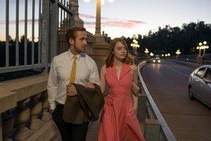 Ryan Gosling a Emma Stone vo filme La La Land.
