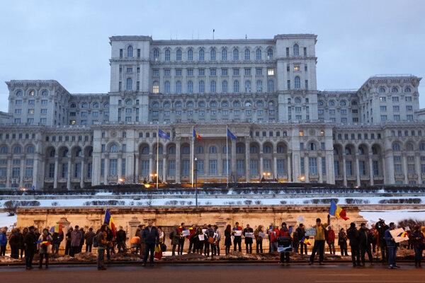 V nedeľu demonštrovalo pred sídlom prezidenta okolo sto stúpencov vlády.