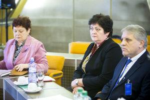 Kandidáti na ombudsmana. Zľava: Janka Šípošová, Mária Patakyová a Anton Čulen.