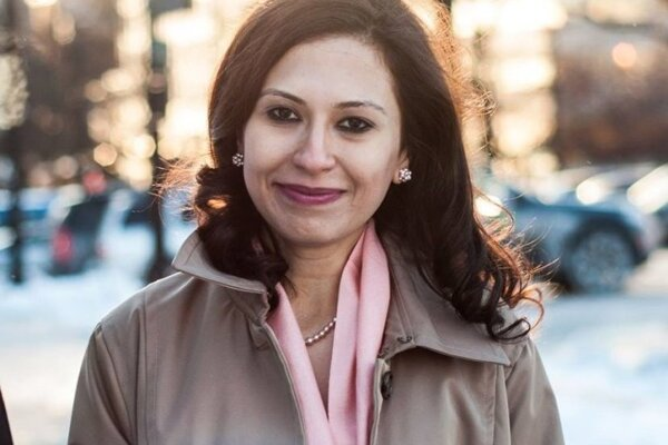 Azadeh Pourzand. Narodila sa v Teherána, od roku 2001 žije v USA, kde po ôsmich rokoch získala občianstvo. V mene svojho zosnulého otca založila v roku 2013 v USA nadáciu Siamak Pourzand Foundation na podporu slobody prejavu a ľudských práv.
