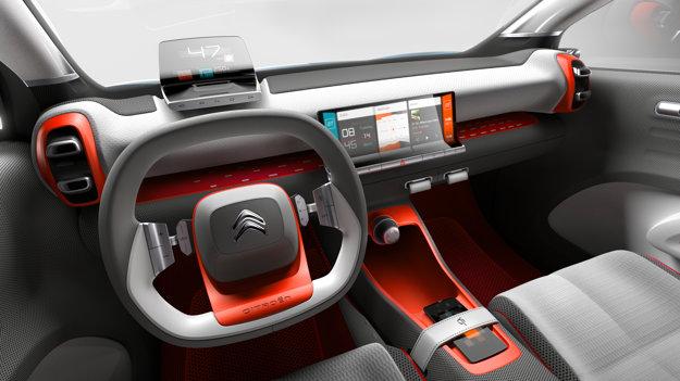 Interiér konceptu je vyhotovený v šedo-oranžovej farebnej kombinácii