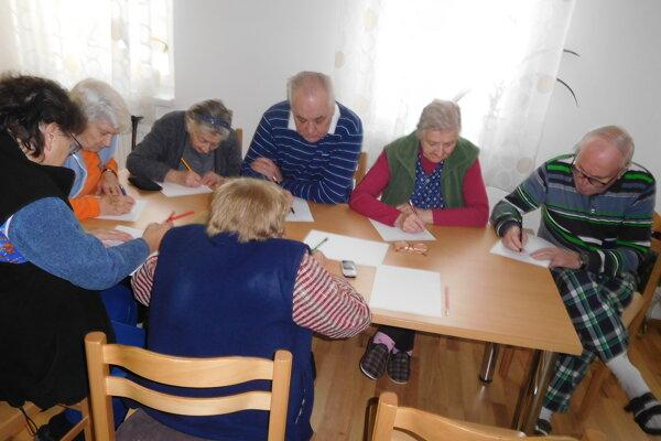 Seniori sľahkosťou zvládli všetky úlohy.