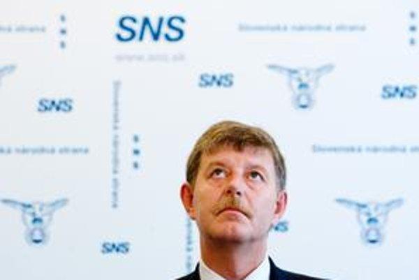 Minister životného prostredia za SNS Ján Chrbet nestihol ponúknuť opravený zákon.