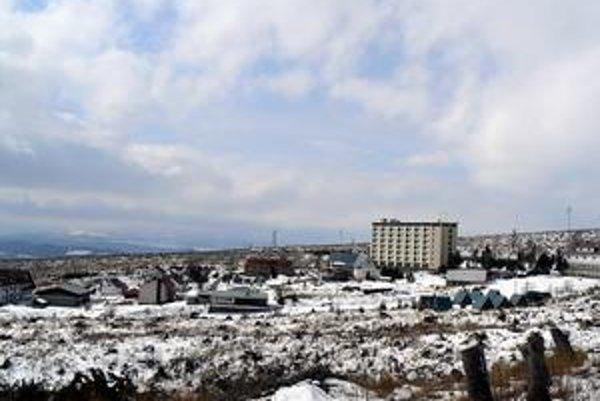 Atraktívny komplex. K hotelu patria desiatky budov a chatiek.