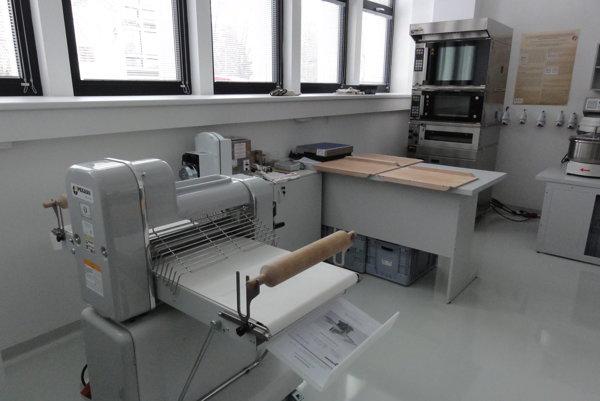 Laboratóriá v AgroBioTechu v Nitre, kde sa skúmajú aj potraviny pre jednotlivé skupiny ľudí.