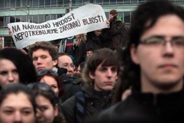 Proti vlasteneckému zákonu v Bratislave študenti protestovali.