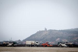 Výstavba vo februári 2016.