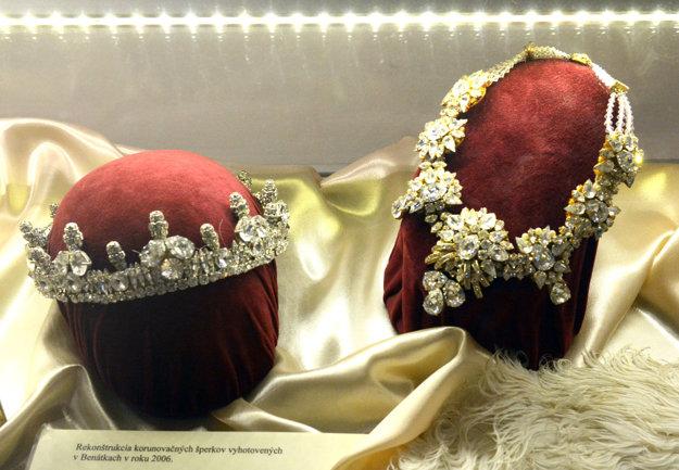 Korunovačné šperky. Túto vernú kópiu klenotov zhotovili majstri v Benátkach v roku 2006.