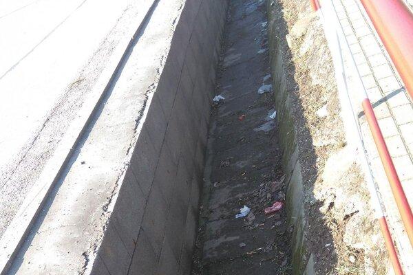 Odpadu v uliciach je po zime viac