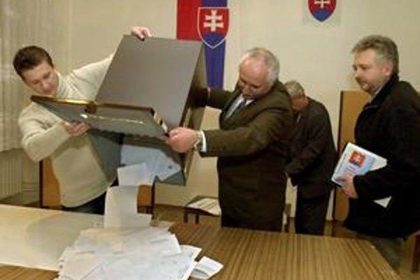 Množstvo hlasov v košickej mestskej časti Košická Nová Ves bolo v posledných prezidentských voľbách neplatných. Voliči nedostali k volebným lístkom obálky a Ústredná volebná komisia ich hlasy v urne neuznala. Na nápravu nechali miestnosti otvorené o dve h