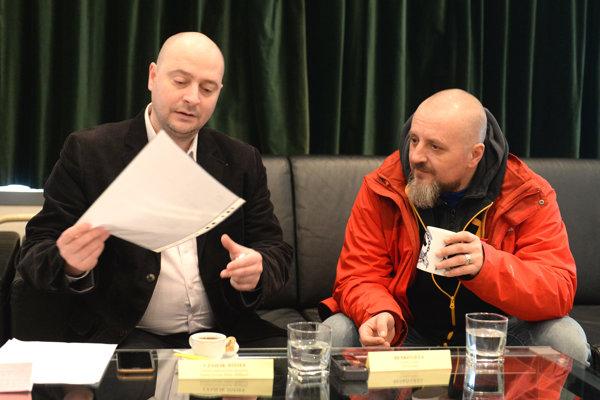Zľava riaditeľ Thálie József Czajlik a herec a režisér Géza Benkő.