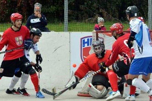 Najvyššia hokejbalová liga začína po prestávke už tento týždeň.