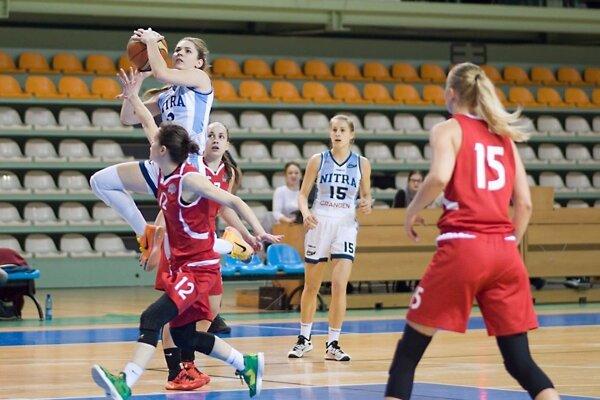 Vo výskoku Nitrianka Natália Martišková.