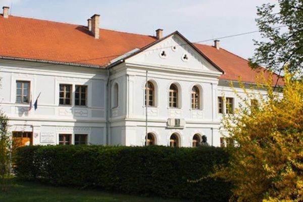 Prvé slovenské literárne gymnázium v Revúcej.