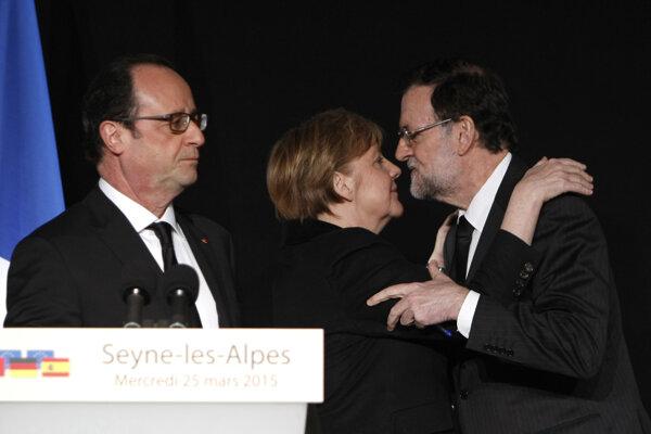 Francois Hollande (vľavo), Angela Merkelová (uprostred) a Mariano Rajoy.