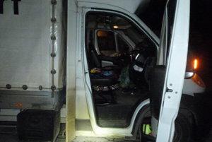 Žilinskí colníci so služobným psom Argom odhalili vo vozidle prechádzajúcom Kysucami pravdepodobne pervitín. Prevážal ho vodič poľskej národnosti.