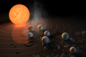 Umelecké zobrazenie hviezdy TRAPPIST-1 a jej planét. Mraz, vodné mláky a para ukazujú, ktoré z planét by mohli mať na povrchu kvapalnú vodu.