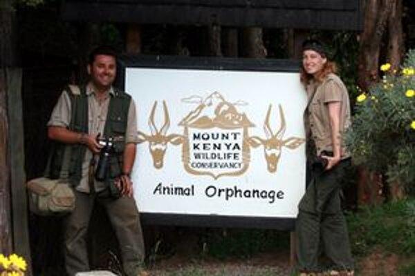 Peter Lupták a Zuzana Mihálovová na návšteve v kenskom súkromnom ranči Mount Kenya Wildlife Conservancy.