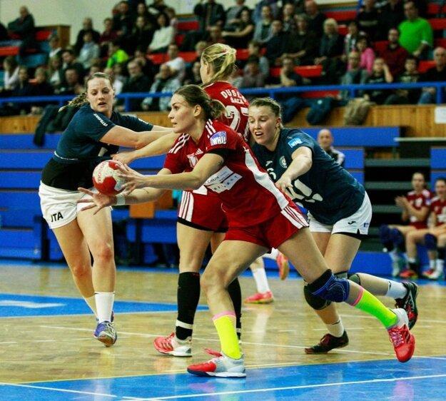 Šalianky vyhrali siedmy zápas za sebou. V popredí Karin Bujnochová.