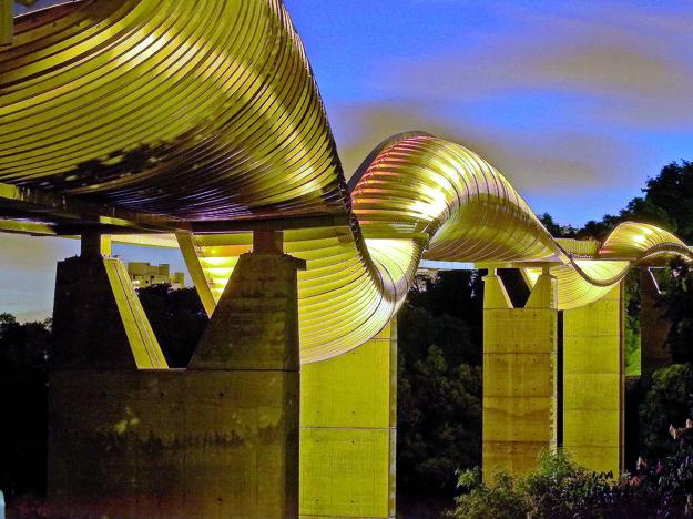 Most Paška, resp. Lenártová. Tento variant sa podľa aktuálnych preferencií zdá riskantný, to už by museli postaviť fakt parádny most.