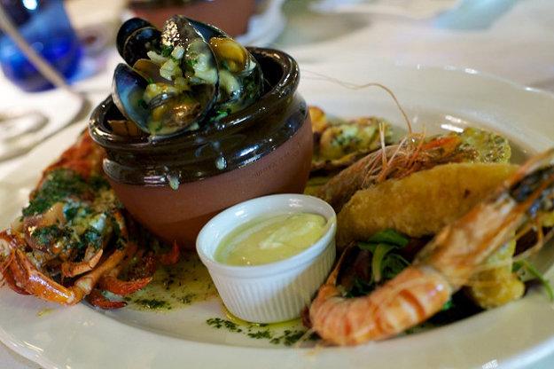 V jedálničku prevládajú morské plody na rôzne spôsoby.