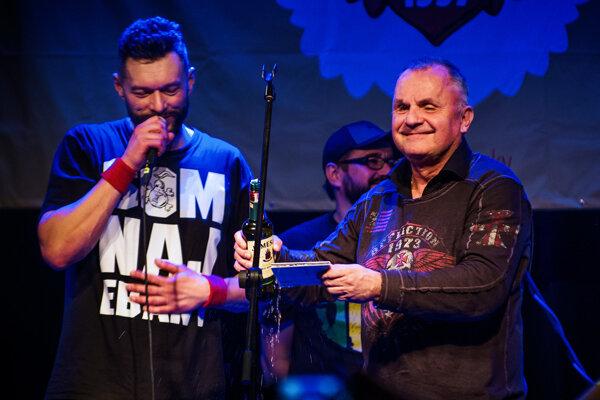 Nový album kapely pokrstil whisky Jožo Ráž.