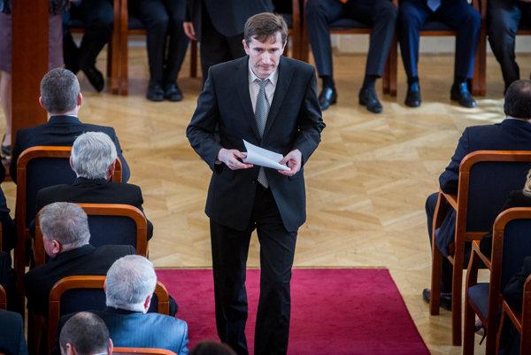Poslanec Oto Žarnay vystúpil z klubu OĽaNO, v parlamentu bude pôsobiť ako nezaradený.