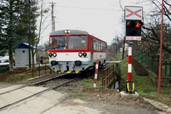 Vodičov v Ráztočne už na vlaky upozorňuje svetelná signalizácia.