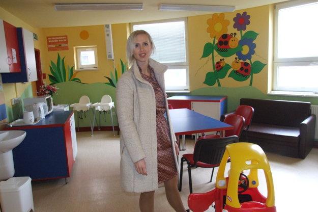 Hovorkyňa nemocnice Tatiana Timková na detskom oddelení.