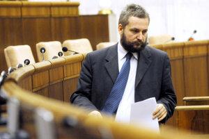 Jeden z navrhovateľov zmien Ondrej Dostál z SaS.